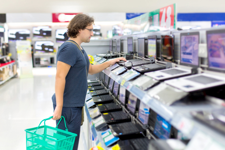 Customer shopping for computer